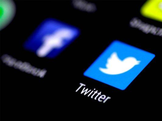 Khóa tài khoản của Tổng thống Mỹ Donald Trump - Facebook, Twitter đồng loạt mạnh tay. Ảnh japantimes